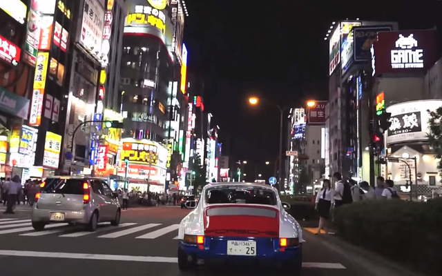 マグナスウォーカーが「東京アウトロー」で日本の都市高速道路で911に乗る