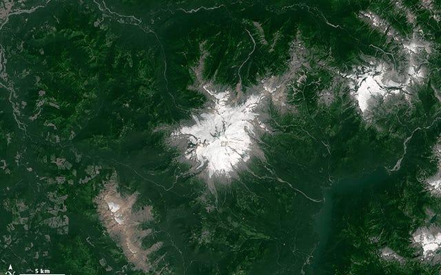 Imágenes de antes y después muestran la extensión de la nieve menguante del monte Baker