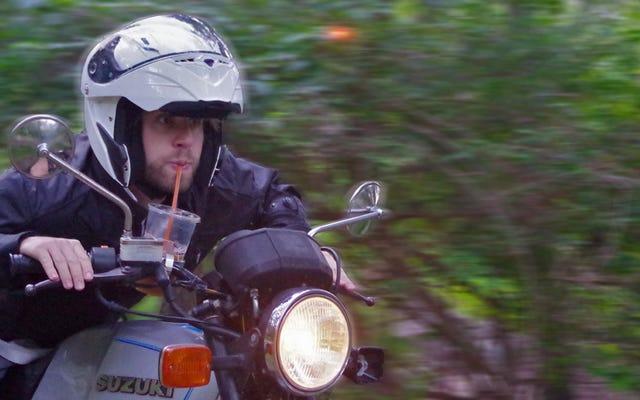 Ho messo un portabicchieri sulla mia moto e non mi pento di nulla