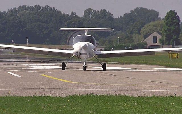 Mira este piloto de Katana aterrizar con un engranaje de nariz muy tambaleante