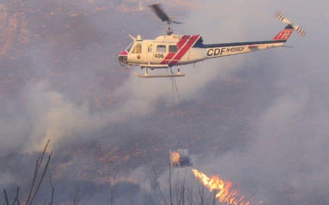 Cet hélicoptère lance-flammes aide à combattre les incendies de forêt en Californie