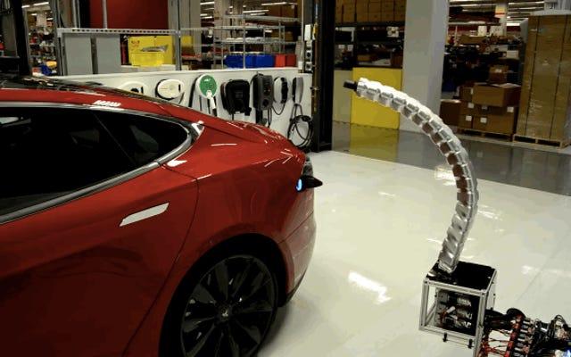 Le chargeur de serpent robot de Good God Tesla me fait peur