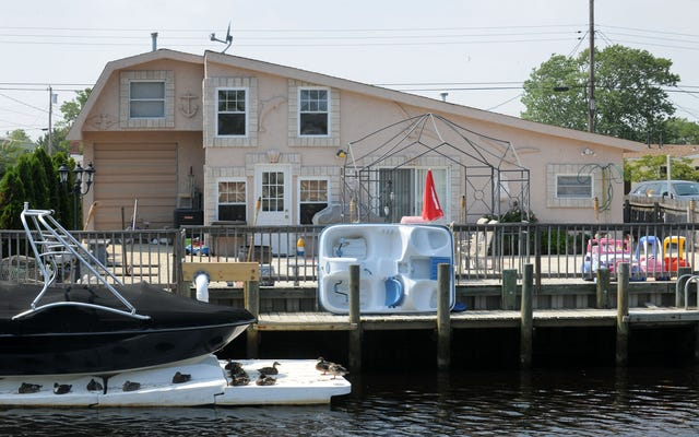 ジュディーチェの抵当流れのビーチハウスを100ドルで購入することを発表できることにとても興奮しています。