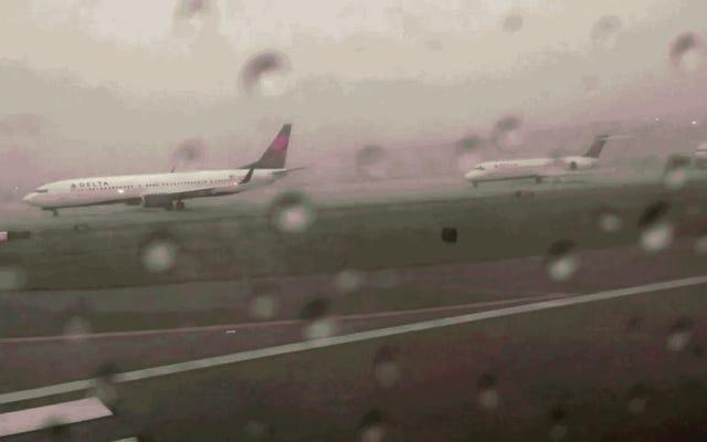 雷に打たれた場合に飛行機が爆発しないことを示すビデオ証明は次のとおりです。