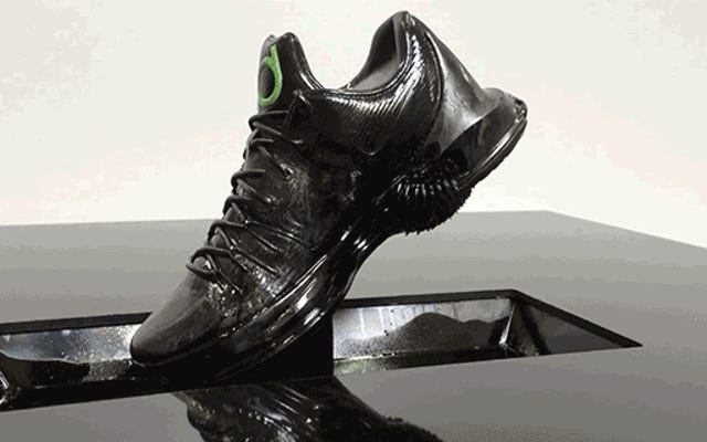 Un étonnant affichage en ferrofluide donne vie aux nouvelles baskets de Nike
