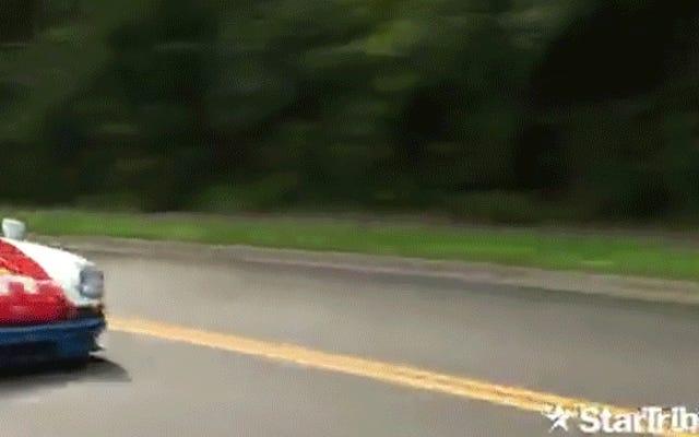 ビデオ:マグナスウォーカーは、レポーターが中にいるトラックに911を滑り込ませました