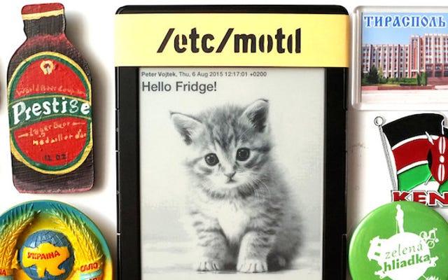 Użyj starego Kindle, aby elektronicznie udostępniać wiadomości na lodówce