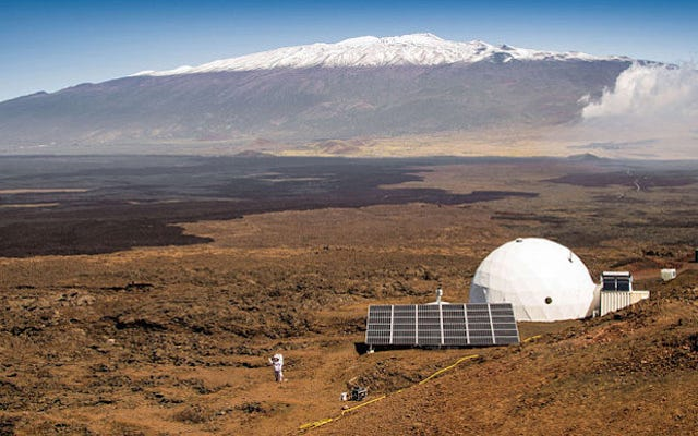 NASAは火星を練習するために1年間ドームに6人を封印しました