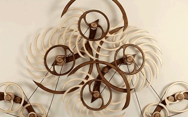 Эти крутые кинетические скульптуры могут работать 40 часов после одного весеннего ветра