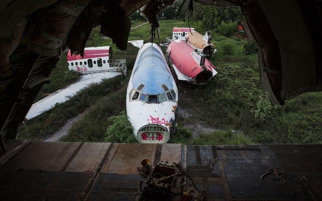 バンコクのホームレスは、これらの廃止された飛行機を仮設住宅に変えています