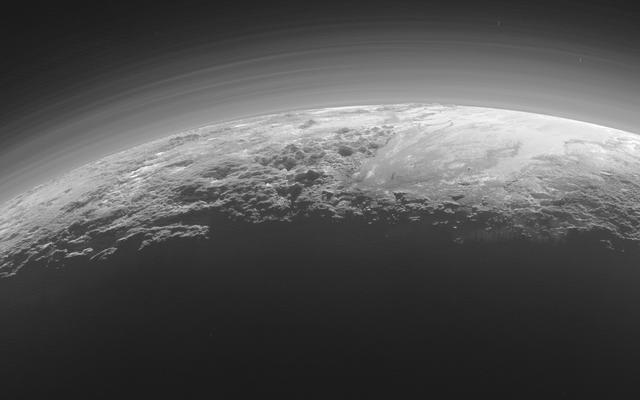 Der Sonnenuntergang auf Pluto ist in den neuesten Fotos von New Horizons einfach umwerfend