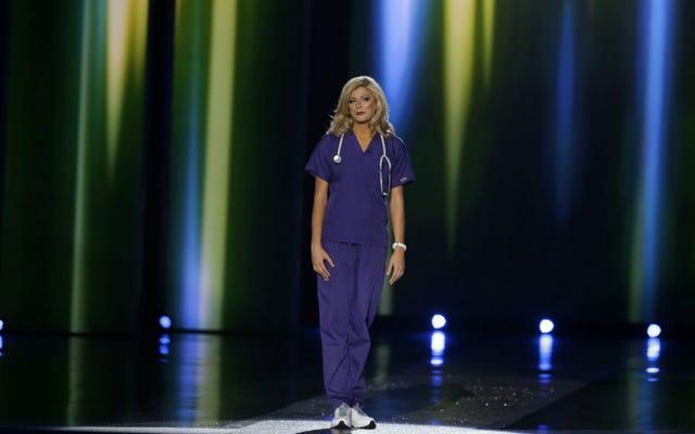 Pielęgniarki są wściekłe na Joy Behar za wyśmiewanie się z panny Colorado po tym, jak założyła stetoskop na scenie