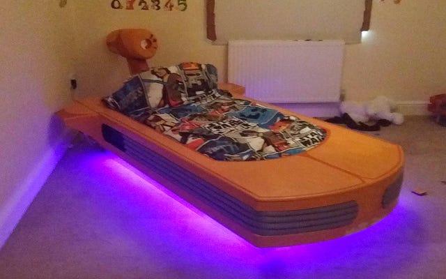 Fai un pisolino su questo meraviglioso letto Landspeeder fino alla stazione di Tosche
