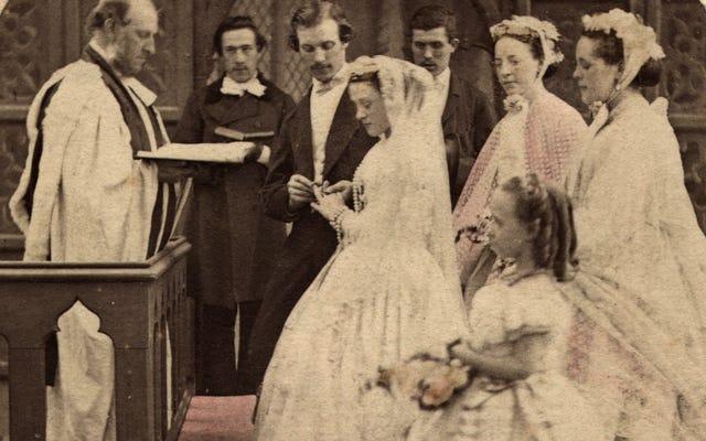 เจ้าสาวคนนี้จะเป็นบุคคลที่ 11 ที่สวมชุดแต่งงานที่สืบทอดกันมายาวนานถึง 120 ปี