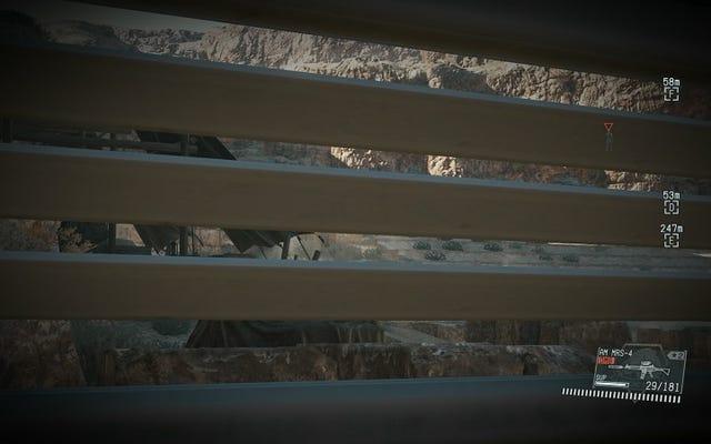Metal Gear Solid V'de Bir Porta Lazımlıkta Durmak Beni Mutlu Ediyor