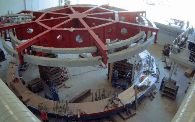 Cet aimant de 17 tonnes est maintenant prêt à étudier les particules mystérieuses