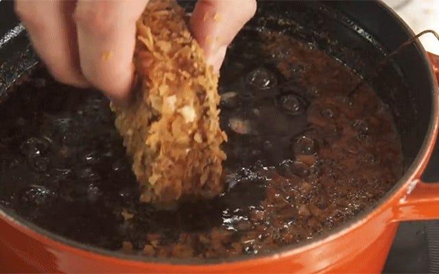 Freír todo tipo de comida al azar imaginable es muy divertido