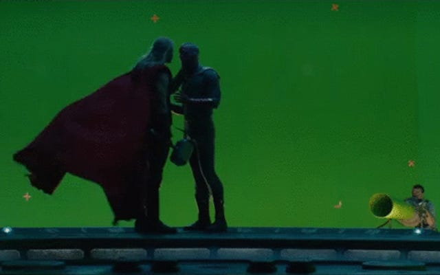 Voir Thor et Vision s'embrasser dans les nouveaux Avengers: l'ère d'Ultron Gag Reel