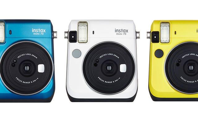 富士フイルムの最新のインスタントカメラは恥ずかしがらず、愛らしいレトロです