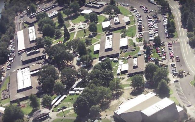 オレゴンコミュニティカレッジでの銃乱射事件で少なくとも20人が負傷し、10人が死亡したと考えられている