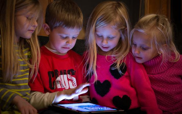 Los pediatras ahora están de acuerdo: el tiempo frente a la pantalla no es tan malo para los niños