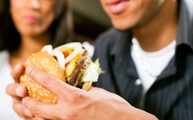 Une étude affirme que les végétariens mangent secrètement de la viande en état d'ébriété