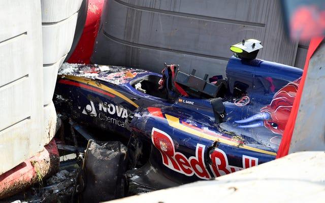 カルロスサインツジュニアは、バリアの下でF1クラッシュを恐れた後、奇跡的にレースをすることができます
