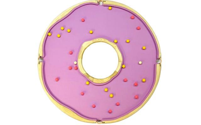 Homer Simpson giocava per ore su questo biliardo a forma di ciambella