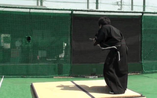 侍、刀、野球が時速100マイルで2つに分かれます