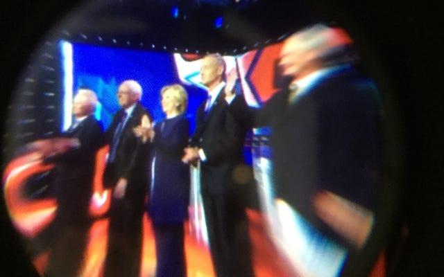 バーチャルリアリティでの民主党大統領選挙討論会の視聴