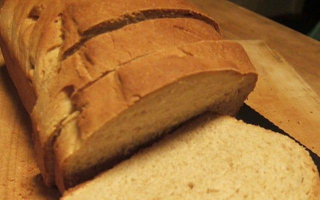 La clave para hornear un excelente pan sándwich casero es una masa perfectamente amasada