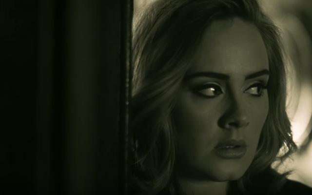 アデルの3年ぶりの新曲「Hello」のビデオを見る