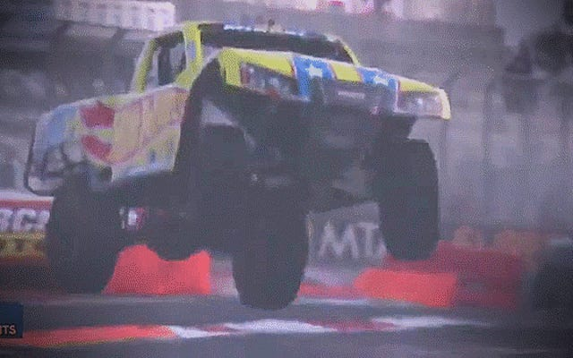 Rimbalzare su una barriera non disturba un Super Truck dello stadio: Highlight Reel