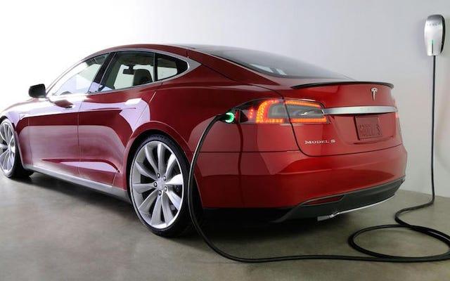 誰も電気自動車を買わない理由:市場の事実と神話