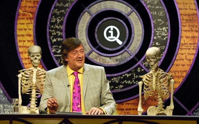 QIはこれまでで最高の英国の番組であり、アメリカはそれを作り直す必要があります