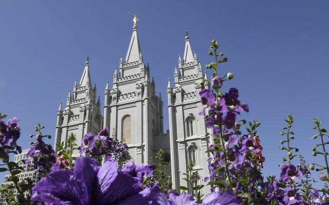 モルモン教会は同性カップルを破門すると脅し、子供たちを洗礼から除外します