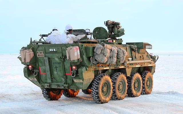 L'armée envoie pour la première fois des véhicules blindés Stryker au cercle polaire arctique
