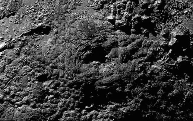 ¿Son estos volcanes de hielo en Plutón?