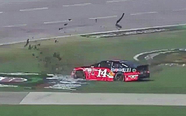 รถแข่งสร้างเครื่องตัดหญ้าที่แย่มาก: Tony Stewart Edition