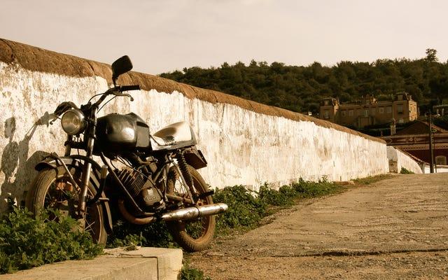 ビーターバイクに乗るという、タフで魅力的な魅力