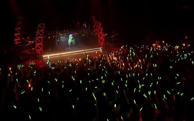 Голограмма поп-звезды Хацунэ Мику «объявляет» о турне по США и Канаде в 2016 году