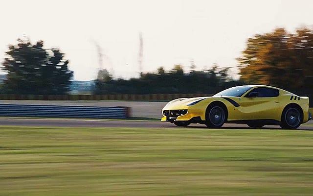페라리 F12tdf는 야수처럼 보이지만, 이제 우리는 그것이 어떻게 운전하는지 알게 되었습니다.