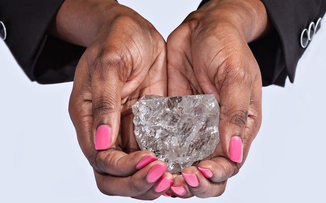 Họ tìm thấy viên kim cương lớn nhất trong một trăm năm: 1.111 carat