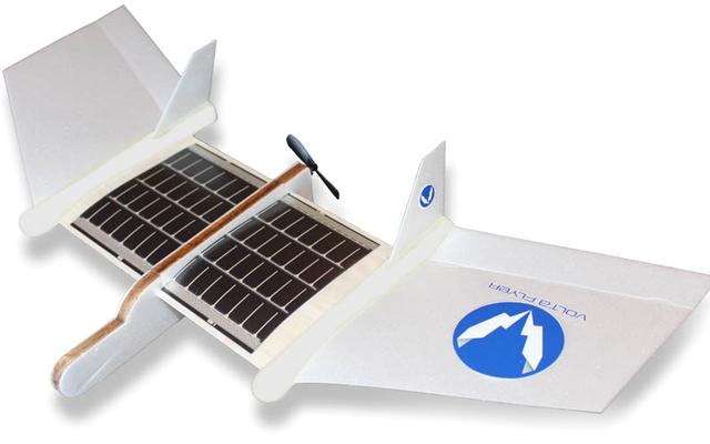 Ten samolot zasilany energią słoneczną nie jest wyposażony w baterie i nie potrzebuje ich