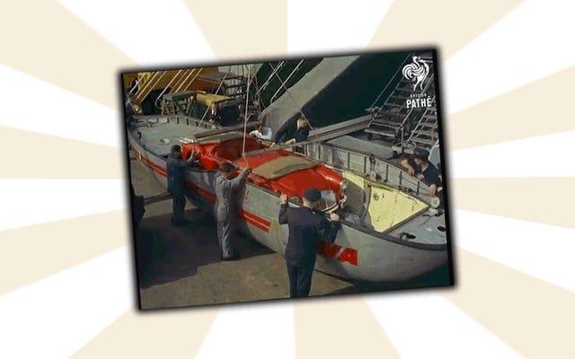 かつては、ボートに押し込んでから飛行機にストラップで固定することで、車を輸送することができました。