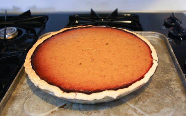 Rôtissez votre garniture de tarte à la citrouille avant la cuisson pour une tarte plus décadente