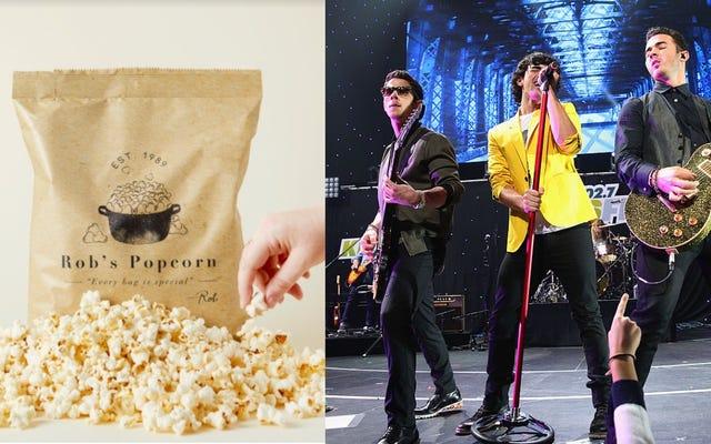 Jonas Brothers, patlamış mısırın içine bayat patlamış mısırı nasıl koyacağını çok iyi biliyor.