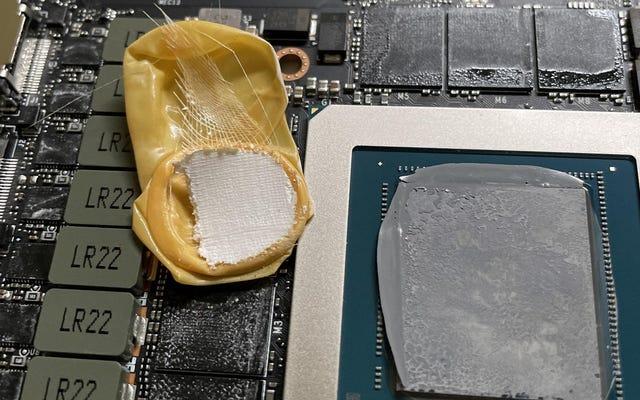 Chủ sở hữu RTX 3090 Tìm thấy găng tay cũ bên trong GPU $ 1500