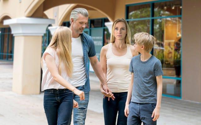 Étude: 86% des familles s'enrouent à force de crier avant d'arriver au centre commercial Outlet
