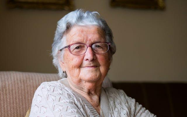 La abuela que supuestamente te ama más que a nada no puede ni siquiera molestarse en recordar tu nombre, edad, trabajo
